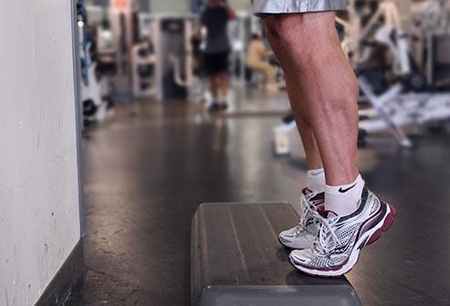حرکت ساق پا ایستاده برای تقویت زانو
