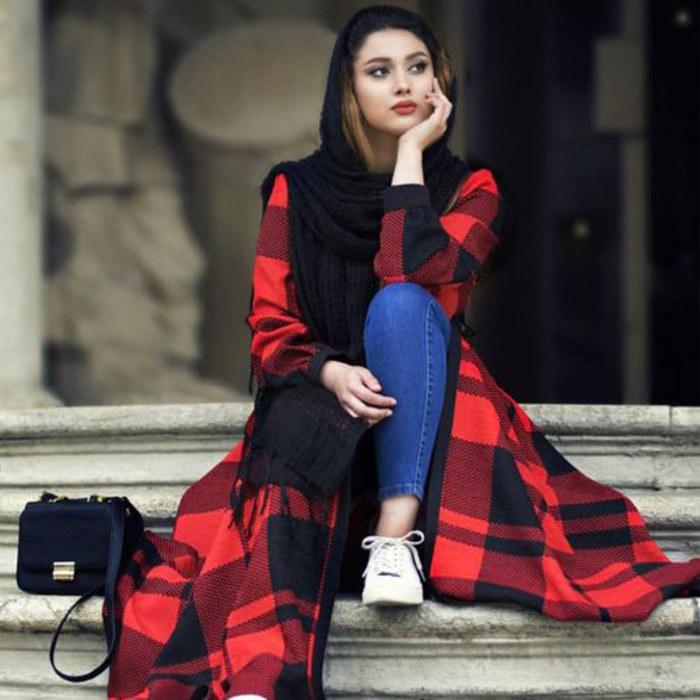 عکس دختر ایرانی با مانتو جلو باز