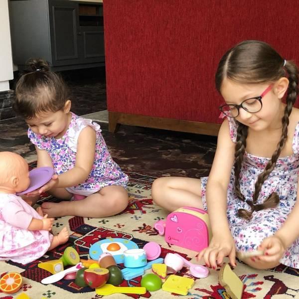 دختران شاهرخ استخری