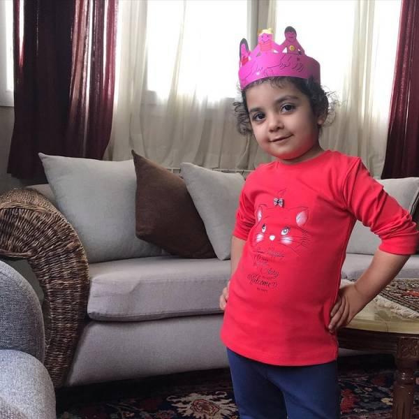 دختر منوچهر هادی و یکتا ناصر