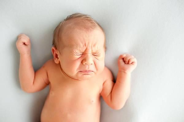 علل عطسه نوزاد